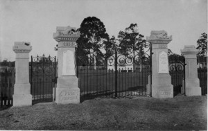 p1912_8, lawnton showgrounds memorial gates ca 1930