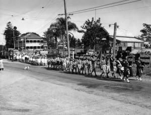 site 21 p0079 anzac day march 1950s